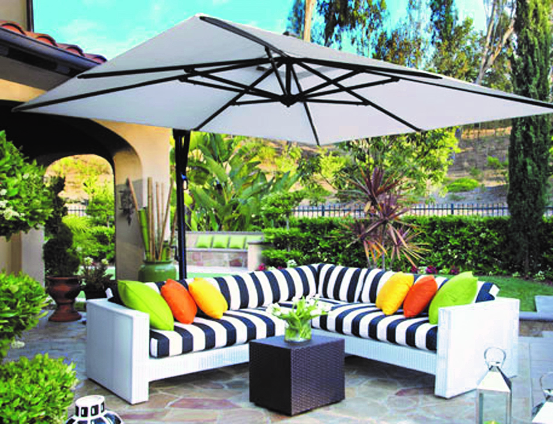 patio umbrella - white patio umbrella over white patio furniture